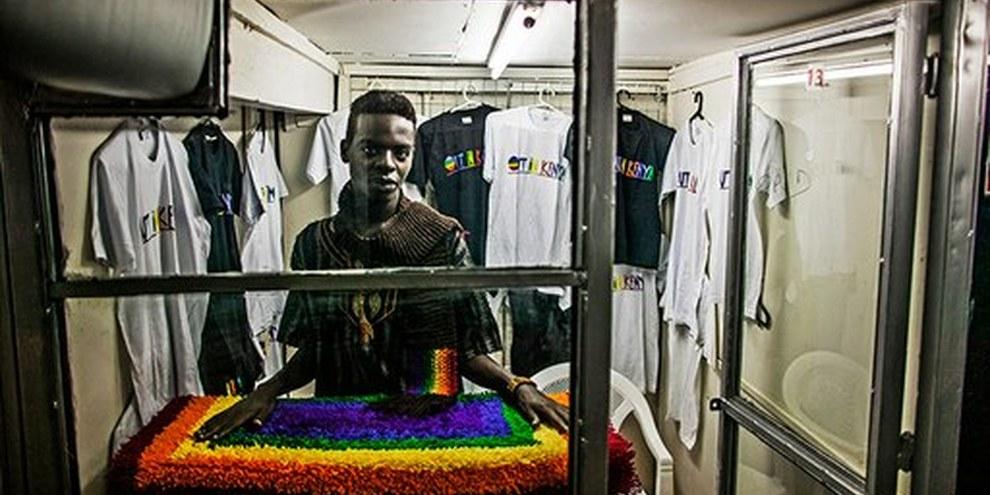 "Un membro del gruppo LGBTI keniota ""Out in Kenya"" a Nairobi © Pete Muller"