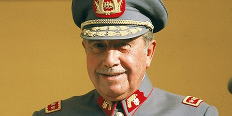 Augusto Pinochet a Santiago nel 1983. © Amnesty International