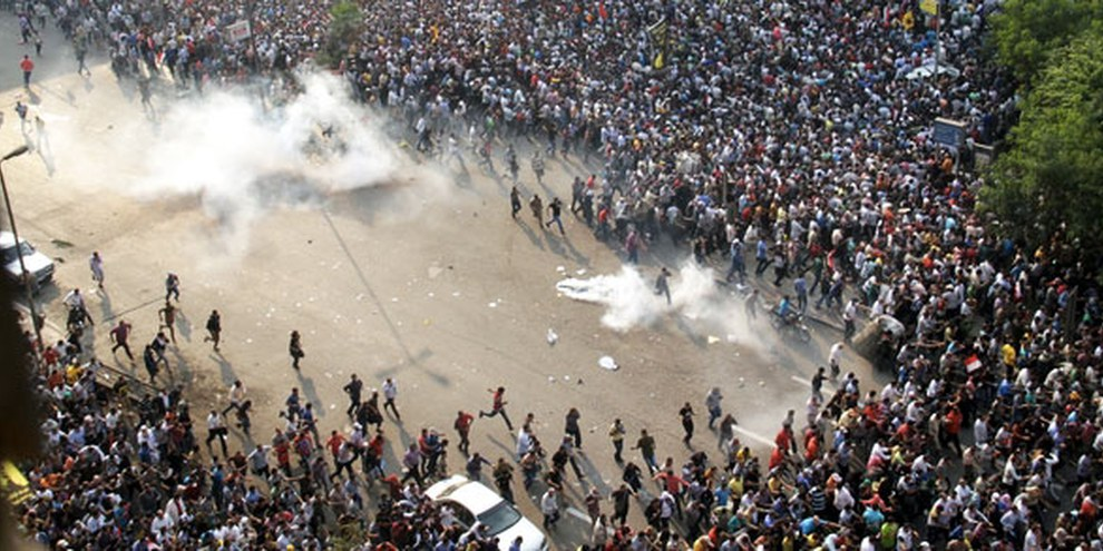 Il Cairo: nel mese di ottobre 2013 una manifestazione pro Morsi era stata dispersa con l'uso di gas lacrimogeni | © AHMED GAMEL/AFP/Getty Images