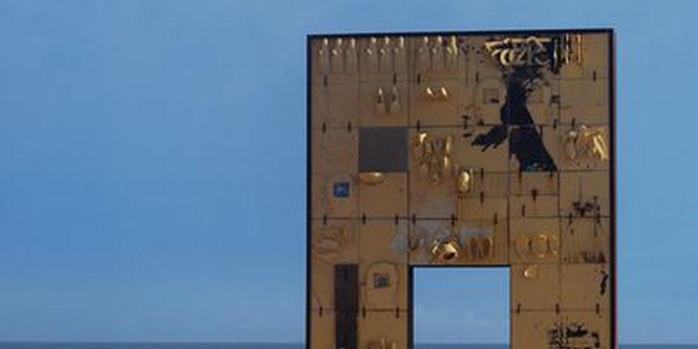 La porta d'Europa, monumento omaggio alle persone morte in mare mentre tentavano di raggiungere l'Europa © Xander Stockmans - Tussen Vrijheid en Geluk