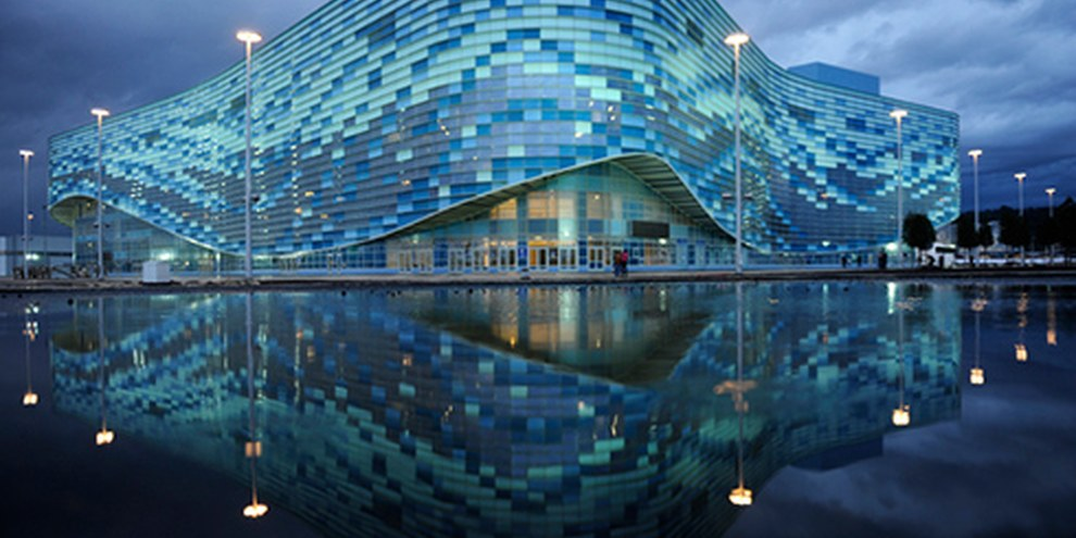 Il 7 febbraio 2014 si apriranno i Giochi olimpici invernali a Sochi. Nell'immagine il palazzo del ghiaccio | © MIKHAIL MORDASOV/AFP/Getty Images