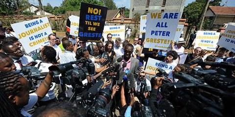 Giornata nera per la libertà di stampa: condannati giornalisti di Al Jazeera