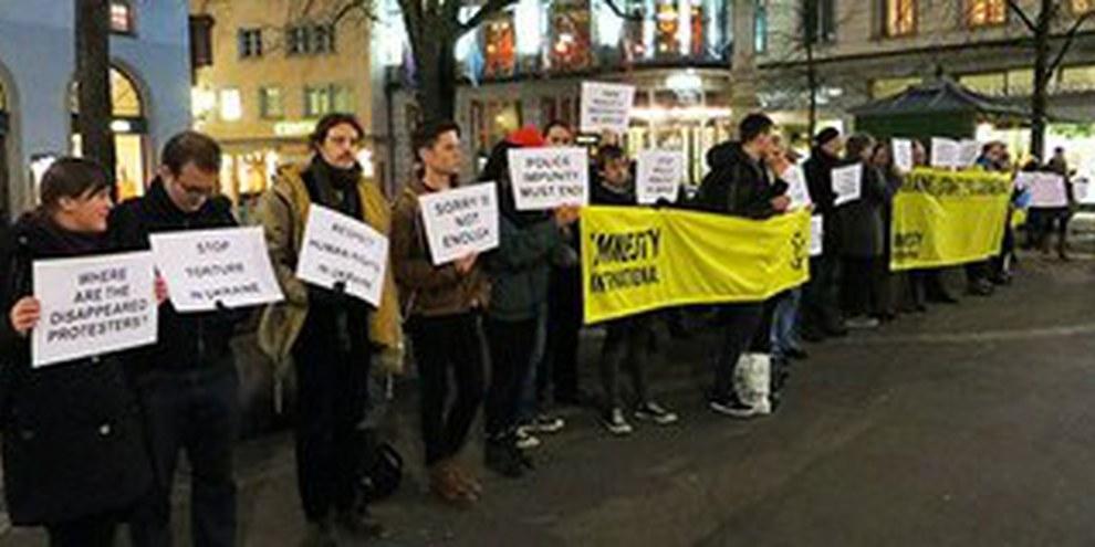 Zurigo, 11 febbraio 2014: azione di un gruppo di sostenitori di Amnesty International | © Amnesty International