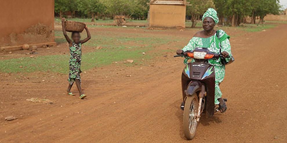 Il diritto nazionale protegge la parità tra i generi ma concretamente le mutilazioni genitali femminili, i matrimoni forzati e precoci nonché la violenza domestica sono una realtà quotidiana. © Amnesty International/Nick Loomis