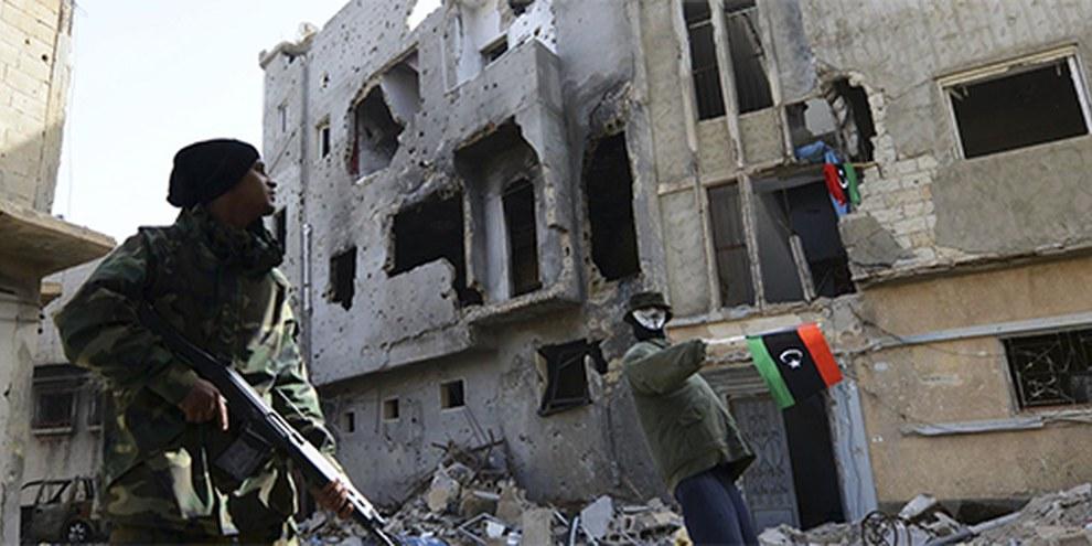 Scene di guerriglia a Bengasi © Reuters / Esam Omran Al-Fetori