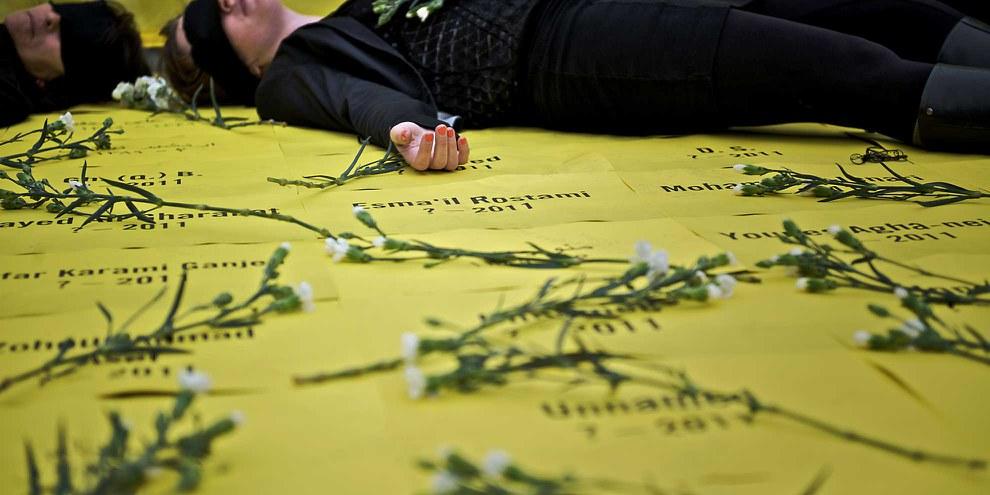 Azione di protesta contro l'esecuzione di minorenni al momento del reato in Iran. © Amnesty International