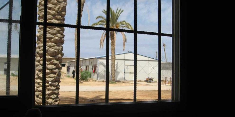 Un centro di detenzione libico nella città portuale di Choms. © AI
