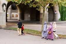 Far leva sulla paura del fondamentalismo islamico invece di rafforzare i diritti delle donne