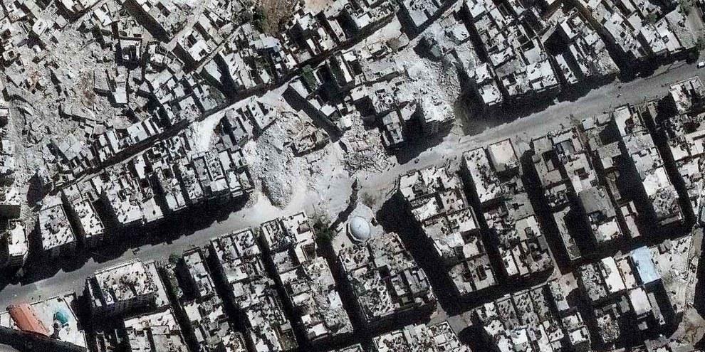 Un'immagine satellitare che mostra l'immensa distruzione di Aleppo © DigitalGlobe 2016 — Cliccare sull'immagine per continuare
