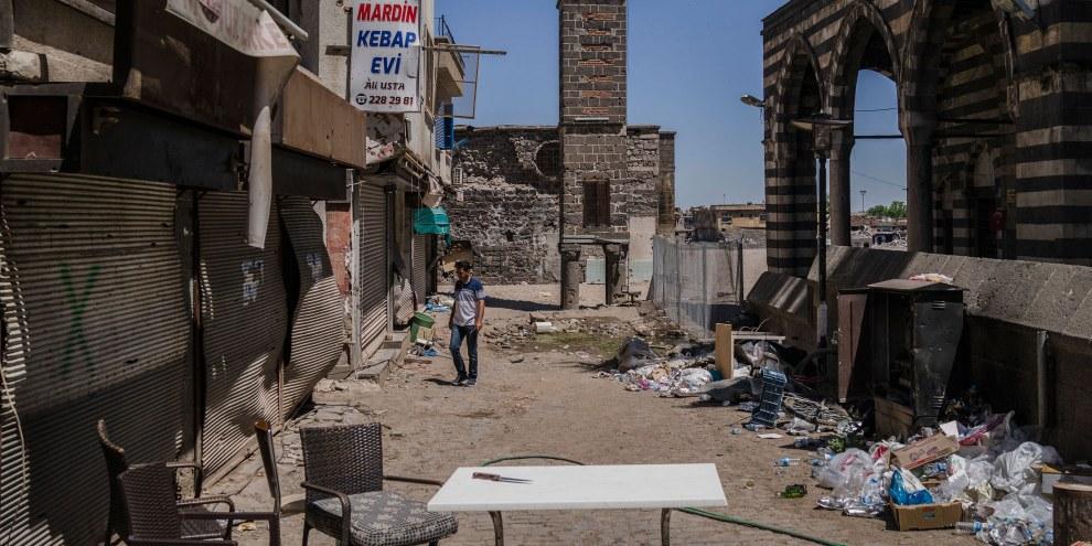 Palazzi demoliti dai combattimenti tra il governo turco e il partito dei lavoratori del Kurdistan, PKK, a Sur, quartiere centrale di Diyarbakir. © Guy Martin/Panos