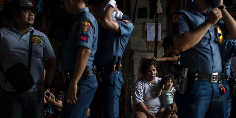 """Poliziotti attivi nella """"guerra contro le droghe"""" di Rodrigo Duterte, Manila, 6 ottobre 2016 © NOEL CELIS/AFP/Getty Images"""