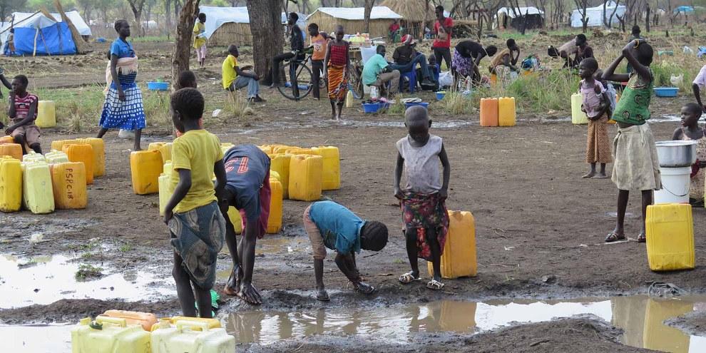 L'accesso all'acqua è un problema importante per i rifugiati provenienti dal Sud Sudan accolti dall'Uganda. © Amnesty International