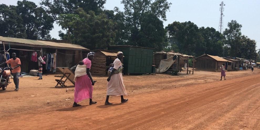 Le forze governative e dell'opposizione hanno saccheggiato Yei, una città strategica di circa 300'000 abitanti. Migliaia di persone sono ora costrette a fuggire. © Amnesty International