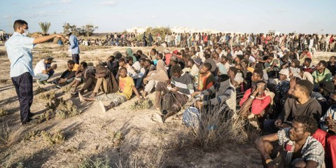 Rifugiati e migranti in Libia. © TAHA JAWASHI