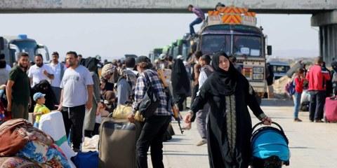 Persone sfollate da Daraa vengono trasportate a Idlib, 24 luglio 2018. © Ekrem Masri/Anadolu Agency/Getty Images