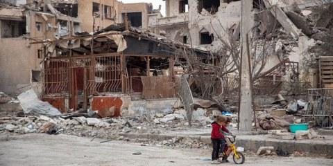 I civili abbandonati a se stessi nel caos della guerra: l'esempio di Raqqa (Siria), febbraio 2018 © Amnesty International