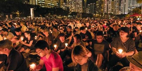 Manifestazione pro-democrazia: il 4 giugno 2016, ad Hong Kong, oltre 125'000 persone hanno ricordato il massacro di Piazza Tiananmen © Samuelwong / Shutterstock