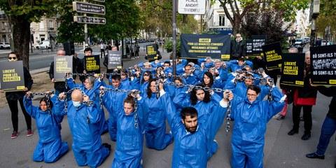 Azione di denuncia dei suprusi contro gli Uiguri, a Parigi l'8 ottobre 2021 © Benjamin Girette