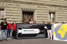 Oltre 20'000 persone chiedono che la Svizzera si impegni per un accesso universale ai vaccini contro il Covid-19