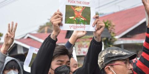 Prove video dimostrano l'uso da parte della polizia di mitragliatrici contro manifestanti pacifici